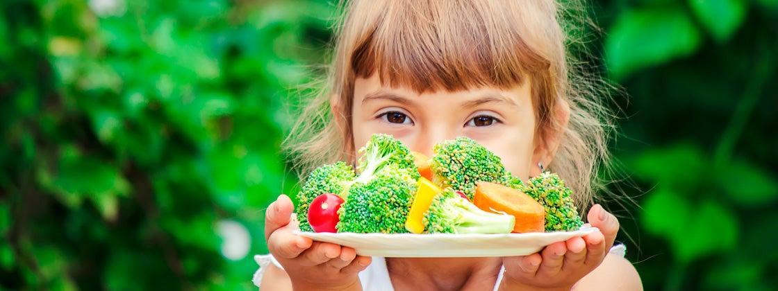 Incluye frutas y verduras en los platos de tus hijos